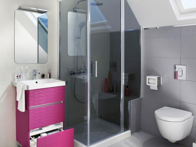Un banc et des wc sous pente pour utiliser l 39 espace perdu for Amenager une salle de bain sous comble