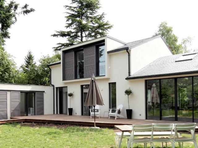 1 pavillon exploite ses combles pour g n rer espace et lumi re for Chambre sous toiture