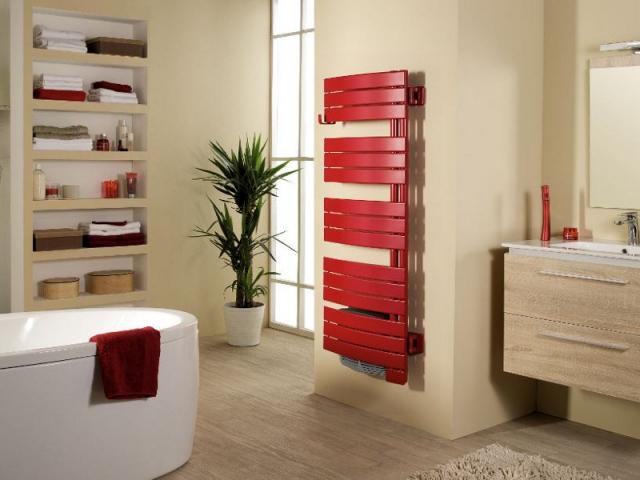 1 radiateur s che serviettes en harmonie avec ma salle de - Seche serviette sous fenetre ...