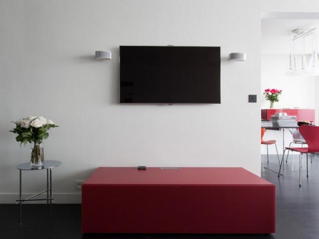Un meuble tv qui attire le regard maisonapart for Meuble tv qui tourne