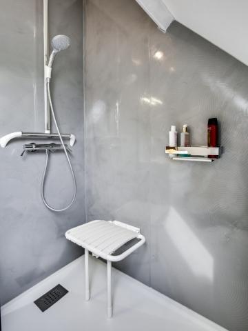 Remplacer une baignoire par une douche en un jour