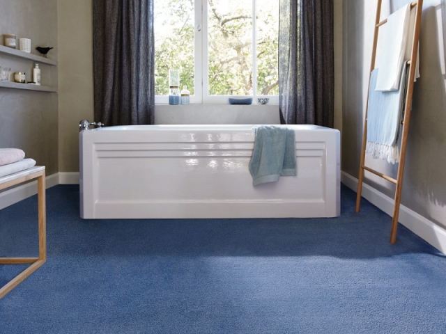Salle de bains bleue 10 inspirations for Moquette bleu canard