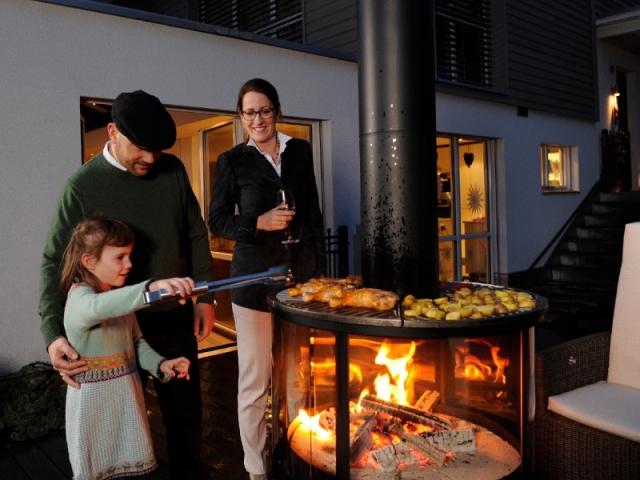 Barbecue à 360°, comme une cheminée d'extérieur