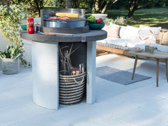Barbecue rond avec plateau circulaire