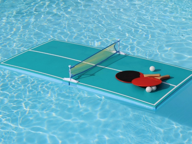 Une table de ping-pong pour piscine