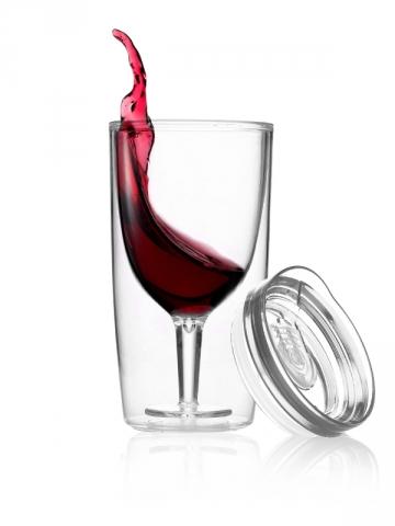 Un verre à vin avec couvercle