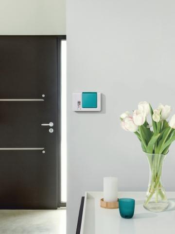 s curiser sa maison alarme cam ra et serrure connect es. Black Bedroom Furniture Sets. Home Design Ideas