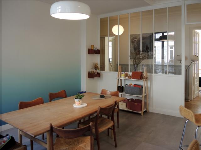 une verri re dans un couloir pour gagner en lumi re. Black Bedroom Furniture Sets. Home Design Ideas