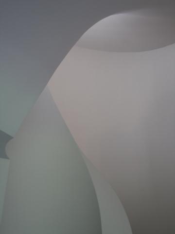 Un escalier nuancé et lumineux
