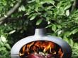Un grill sur trépied pour un design robuste et élégant