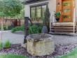 Deux fontaines anciennes retravaillées et sublimées dans le jardin