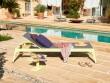 Une chaise longue colorée au look estival