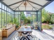 Aménager un espace à vivre multifonction dans sa véranda