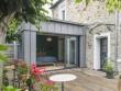 Une élégante extension en zinc abrite une suite parentale