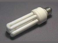Lampes fluo-compactes : une distance de 30 cm requise en utilisation prolongée