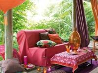 10 canap s hauts en couleur. Black Bedroom Furniture Sets. Home Design Ideas