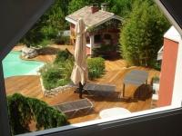 am nager une cour moderne avec une composition de graviers color s. Black Bedroom Furniture Sets. Home Design Ideas