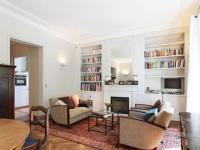 """Un appartement rénové dans un style """"classique épuré"""""""