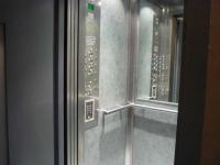 Un guide pour rappeler le mode d'emploi des ascenseurs