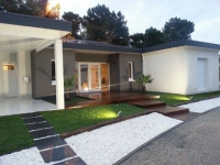 Une maison à énergie positive qui combine autonomie et mobilité