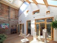 Un jardin d'hiver fait battre le coeur d'une maison d'artiste