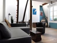 Quatre chambres de bonne et des combles réunis en un appartement