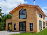 Une maison en bois massif inspirée des chalets scandinaves
