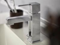 Salle de bains : Un robinet à facettes comme un bijou
