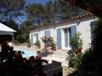 Avant/Après : un petit mazet provençal transformé en villa familiale de 140 m2