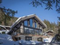Un chalet modernisé devient miroir du Mont-Blanc