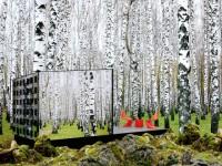 Une cabane écolo, invisible au milieu de la forêt