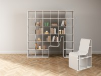 Insolite : une chaise cachée dans une bibliothèque