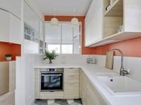 Couleur et sur-mesure pour moderniser un petit appartement