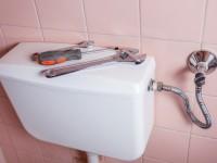 Remplacer la chasse d'eau des toilettes