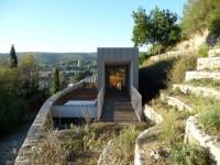 Cette maison joue à cache-cache sur les hauteurs de Forcalquier