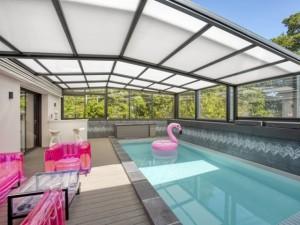 Un abri modulable pour profiter de sa piscine en