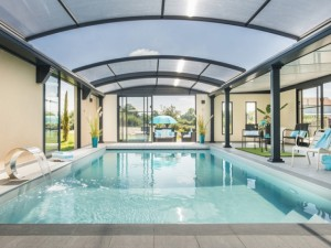Un luxueux abri de piscine devient le cœur