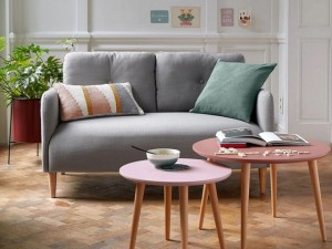 8 petits canapés parfaits dans un studio ou un