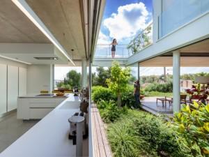 Une maison jardin, surprenante bulle de verdure en