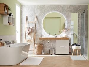 Salle de bains avec douche et baignoire : 10