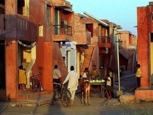 Balkrishna Doshi, habitat bon marché et planification urbaine