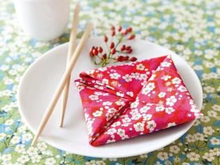 Des origamis en serviettes pour une table unique