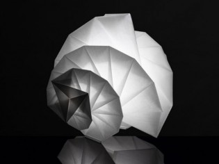 Les sculptures lumineuses d'Issey Miyake