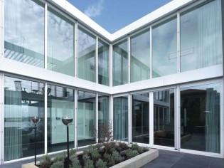 Une lumineuse maison en aluminium