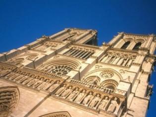 Notre-Dame de Paris expose ses neuf nouvelles cloches