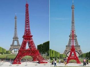 Une réplique de la Tour Eiffel en chaises de jardin
