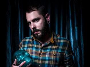 Thomas Segaud, un souffleur de verre à l'esprit rock (VIDEO)