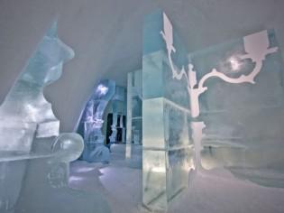 Une suite d'hôtel chic et baroque taillée dans la glace