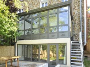 Extension : Une véranda sur deux niveaux pour agrandir une maison en meulière