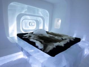 """Insolite : Ice Hotel, une suite """"groovy"""" sculptée dans la glace"""